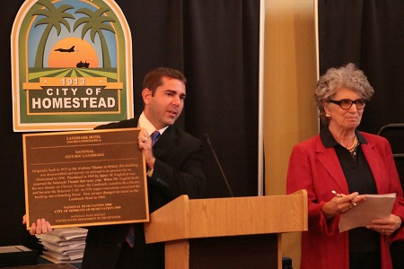 Vice Mayor Shelley Presents Historic Plaques